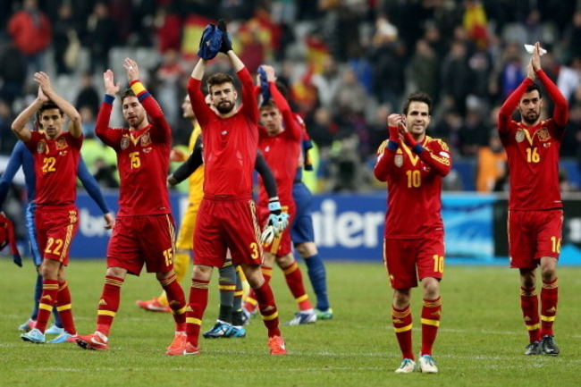 164723643-the-spain-team-celebrate-their-victory-during-a-fifa_crop_650