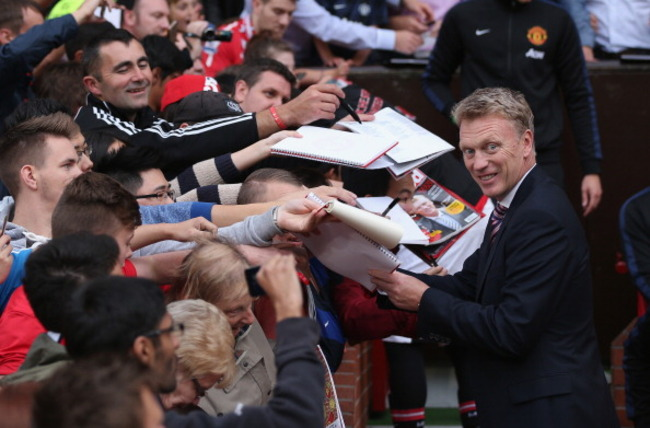 175876030-manchester-united-manager-david-moyes-signs-autographs_crop_650