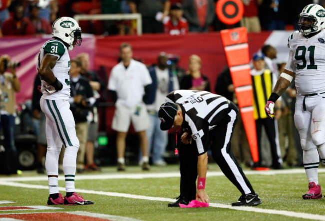183606011-cornerback-antonio-cromartie-of-the-new-york-jets-looks_crop_650