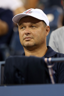 Marian Vajda watches his pupil Novak Djokovic at 2012 U.S. Open.
