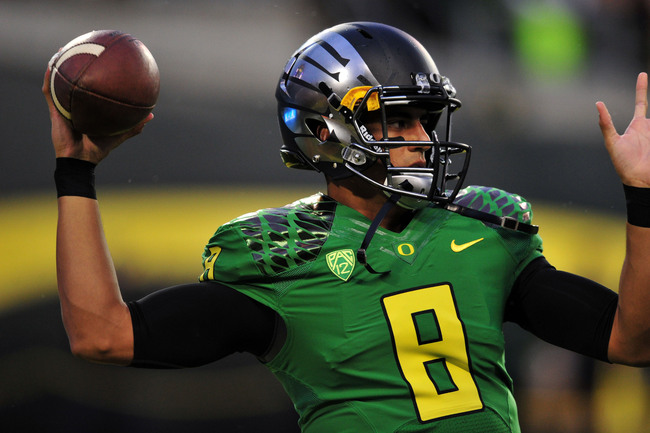 Hi-res-182261013-quarterback-marcus-mariota-of-the-oregon-ducks-warms-up_crop_650