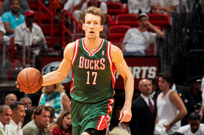 Hi-res-167305854-mike-dunleavy-of-the-milwaukee-bucks-advances-the-ball_crop_650
