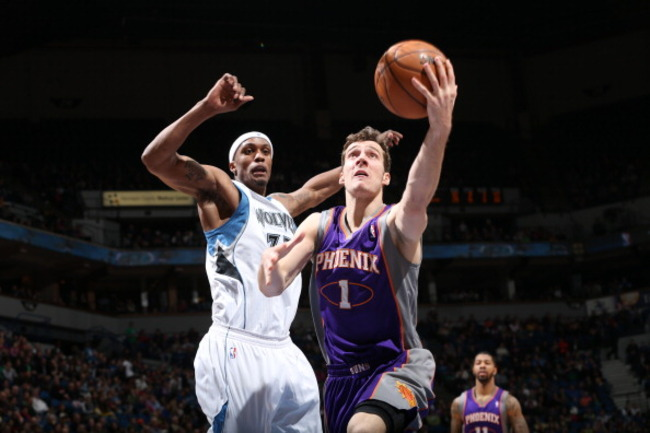 166552955-goran-dragic-of-the-phoenix-suns-goes-to-the-basket_crop_650