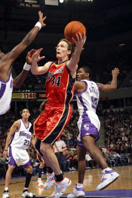 72906209-mike-dunleavy-of-the-golden-state-warriors-takes-the_display_image
