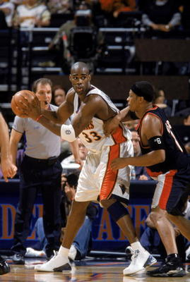 1929609-antawn-jamison-of-the-golden-state-warriors-looks-to-pass_display_image