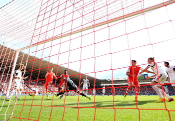 183435727-victor-wanyama-of-southampton-shoots-past-goalkeeper_display_image