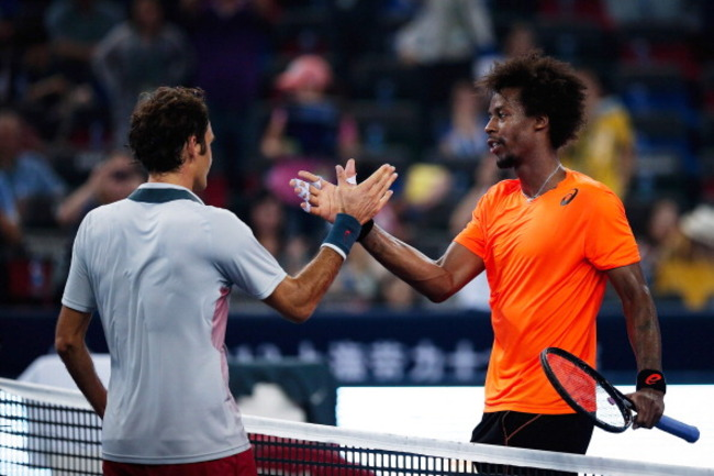 183939503-gael-monfils-of-france-shake-hands-with-roger-federer_crop_650