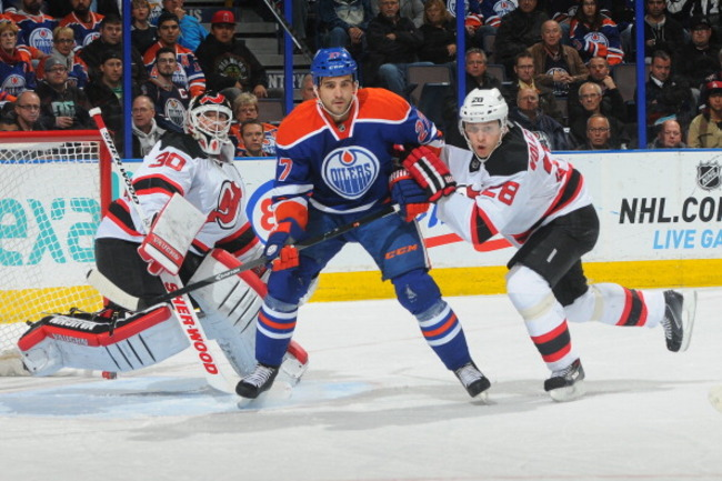 183603509-boyd-gordon-of-the-edmonton-oilers-battles-for-position_crop_650