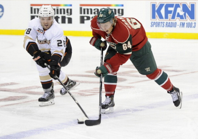 183200761-mark-fistric-of-the-anaheim-ducks-attempts-to-get-the_crop_650