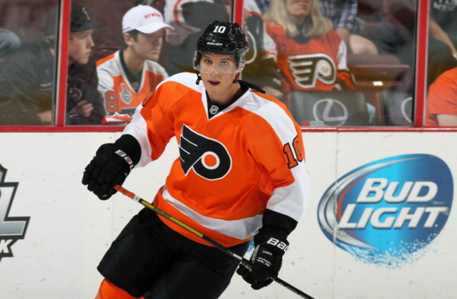 183651118-brayden-schenn-of-the-philadelphia-flyers-warms-up_crop_650
