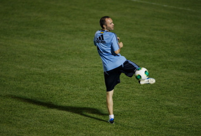 171458434-andres-iniesta-of-spain-juggles-the-ball-during-a_crop_650x440