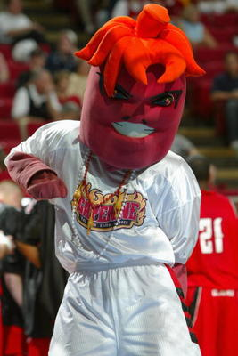 50857195-the-louisiana-lafayette-ragin-cajuns-mascot-entertains_display_image