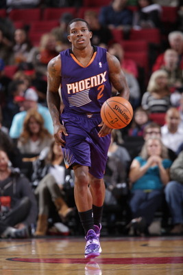 183790909-eric-bledsoe-of-the-phoenix-suns-moves-the-ball-up_display_image
