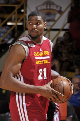 Hi-res-183186740-andrew-bynum-of-the-cleveland-cavaliers-drives-looks_display_image