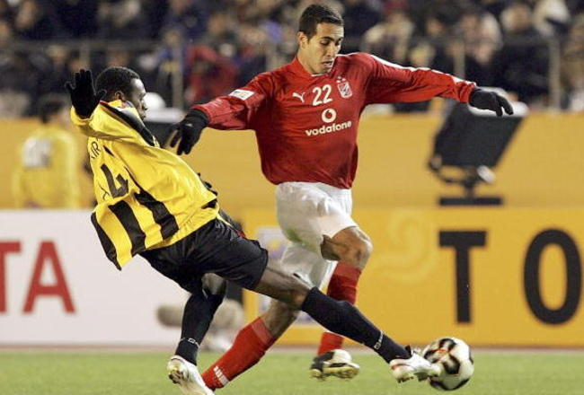 56414271-mohamed-aboutrika-of-al-ahly-and-redha-tukar-of-al_crop_650x440