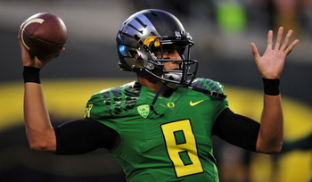 182261013-quarterback-marcus-mariota-of-the-oregon-ducks-warms-up_display_image
