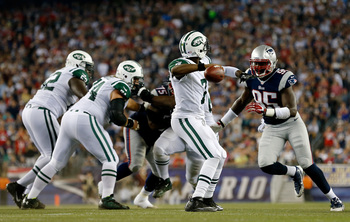 Hi-res-180424509-quarterback-geno-smith-of-the-new-york-jets-looks-to_display_image