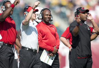 Hi-res-183169963-head-coach-charlie-strong-of-the-louisville-cardinals_display_image