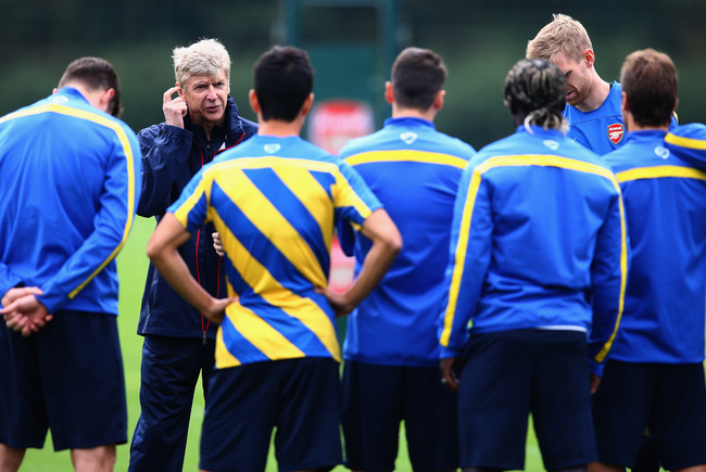 Hi-res-182530810-manager-arsene-wenger-of-arsenal-talks-to-his-players_crop_650