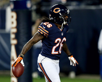 Hi-res-183988922-cornerback-tim-jennings-of-the-chicago-bears-celebrates_display_image