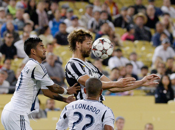 Hi-res-175477571-fernando-llorente-of-juventus-controls-the-ball-against_display_image