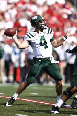 Hi-res-179320318-tyler-tettleton-of-the-ohio-bobcats-throws-a-pass_display_image