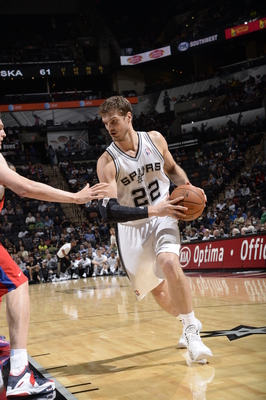 Hi-res-183896837-tiago-splitter-of-the-san-antonio-spurs-drives-to-the_display_image