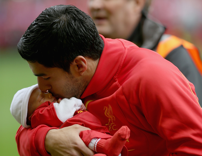 Hi-res-183158919-luis-suarez-of-liverpool-kisses-his-new-baby-prior-to_crop_650