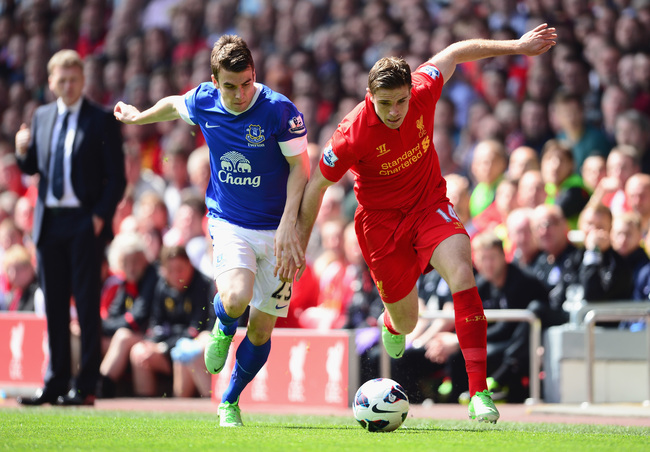 Hi-res-168087061-seamus-coleman-of-everton-battles-for-the-ball-with_crop_650