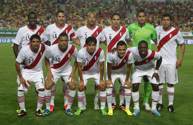 Hi-res-176506737-peru-national-football-team-pose-during-the_crop_650