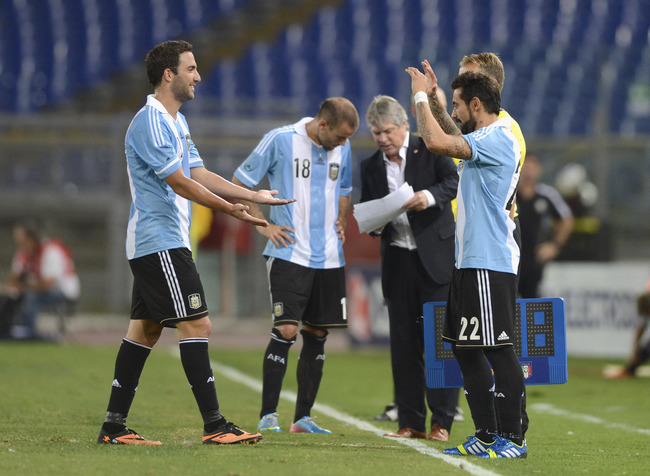 Hi-res-176613989-ezequiel-lavezzi-and-gonzalo-higuain-of-argentina_crop_650