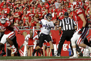 Hi-res-184231001-trevor-siemain-of-the-northwestern-wildcats-drops-back_display_image