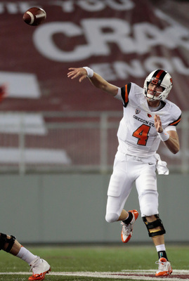 Hi-res-184261580-sean-mannion-of-the-oregon-state-beavers-throws-a-pass_display_image