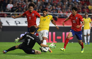 Hi-res-184214063-hulk-of-brazil-competes-for-the-ball-with-ki-sung-yueng_display_image