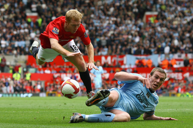 Hi-res-86879457-richard-dunne-of-manchester-city-tackles-paul-scholes-of_crop_650