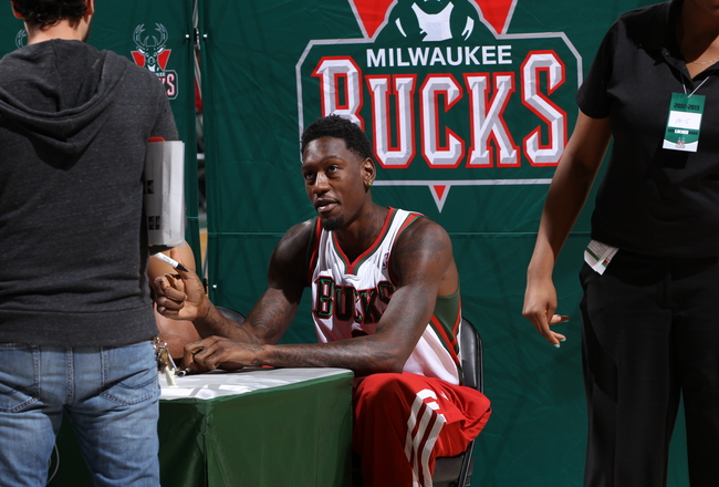 Hi-res-183589242-larry-sanders-signs-autographs-for-fans-during-the-2013_crop_650x440