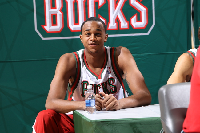 Hi-res-183589212-john-henson-signs-autographs-for-fans-during-the-2013_crop_650