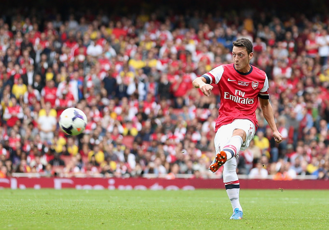 Hi-res-181997819-mesut-oezil-of-arsenal-during-the-barclays-premier_crop_650