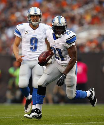 Hi-res-184412235-running-back-reggie-bush-of-the-detroit-lions-runs-the_display_image
