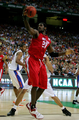 Hi-res-73778757-greg-oden-of-the-ohio-state-buckeyes-handles-the-ball_display_image