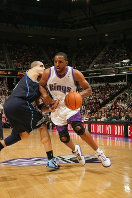 Hi-res-73910891-shareef-abdur-rahim-of-the-utah-jazz-drives-around_display_image