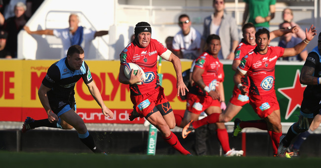 Hi-res-184406868-matt-giteau-of-toulon-breaks-clear-to-score-a-try_crop_650
