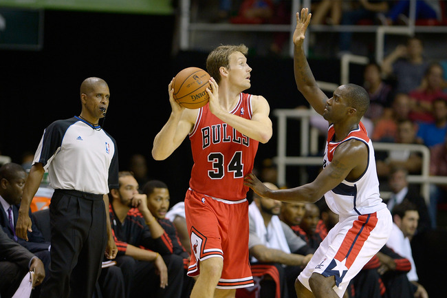 Hi-res-184242281-mike-dunleavy-of-the-chicago-bulls-passes-the-ball_crop_650
