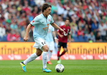 Hi-res-179153282-julian-baumgartlinger-of-mainz-runs-with-the-ball_display_image
