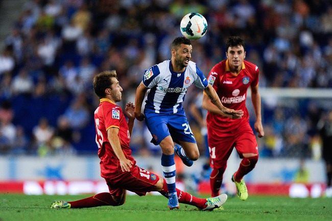 Hi-res-182302449-simao-sabrosa-of-rcd-espanyol-duels-for-the-ball-with_crop_650