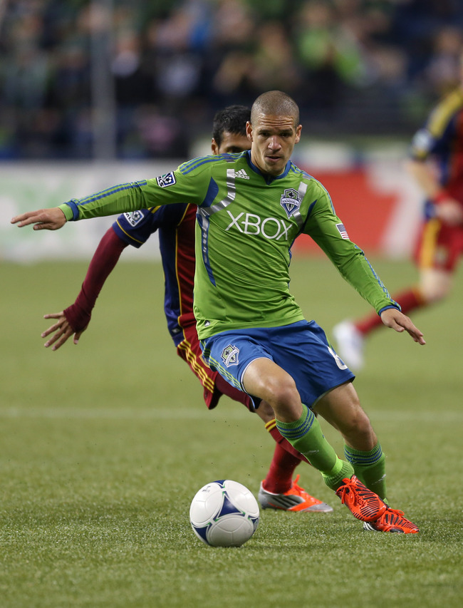 Hi-res-154385204-osvaldo-alonso-of-the-seattle-sounders-fc-dribbles_crop_650