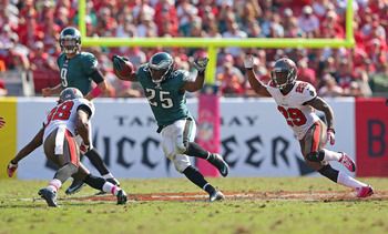 Hi-res-184415908-lesean-mccoy-of-the-philadelphia-eagles-rushes-during-a_display_image