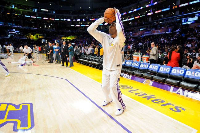 Hi-res-169837562-antawn-jamison-of-the-los-angeles-lakers-warms-up_crop_650