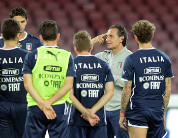 Hi-res-184586738-head-coach-italy-cesare-prandelli-speaks-to-his-players_display_image