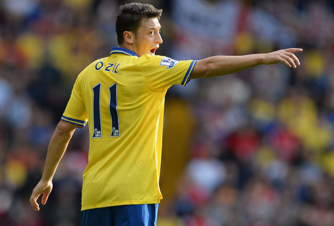 Hi-res-183436280-mesut-oezil-of-arsenal-points-during-the-barclays_crop_650x440